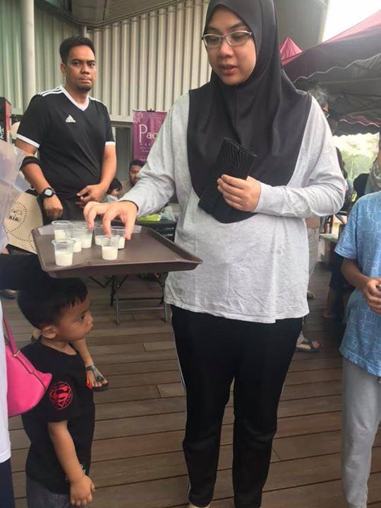 Pelbagai Aksi Customer Susu Kambing Affiyah Menikmati Susu