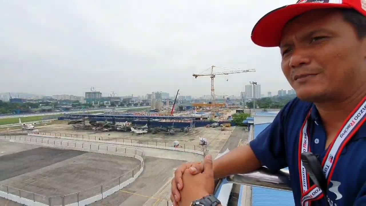 Kisah Bandar Malaysia, Pesawat Tunku Abdul Rahman, Gazoo